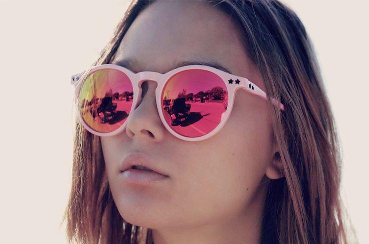 6d5167f334 Es casi un hecho que el 2016 será el año de los lentes como un accesorio  infaltable en cualquier outfit, por eso no te quedes por fuera de la  tendencia y ...