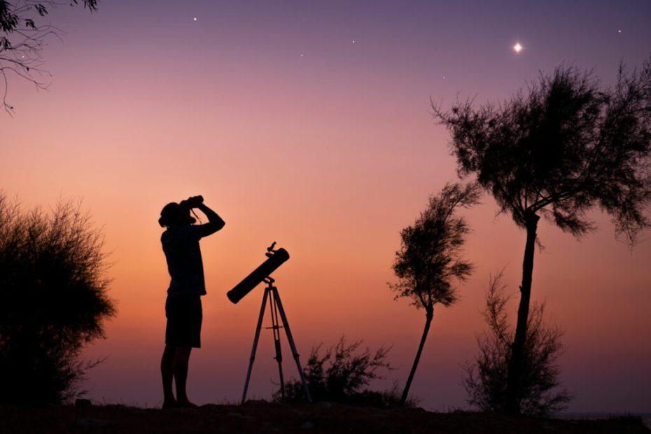 Zakaj mora teleskop biti izostren na neskončnost?
