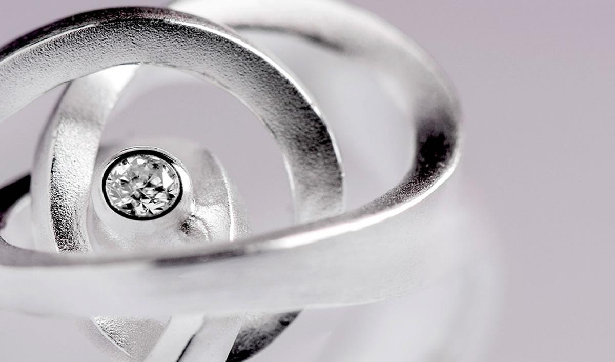 Ohrloch stechen  Optik Weimann  Ihr Juwelier