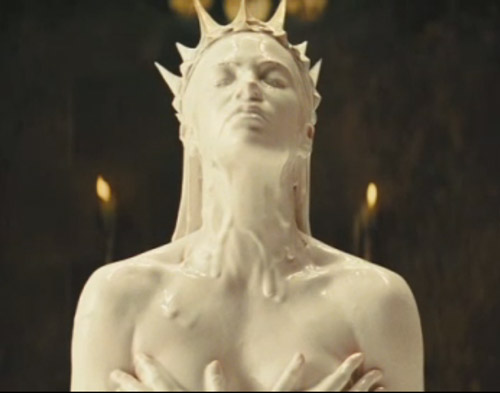 Charlize Theron in Snow White and the Huntsman clip