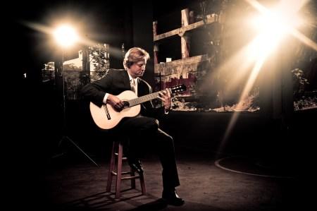 Jason Vieaux performs in Portland. Photo: Tyler Boye.