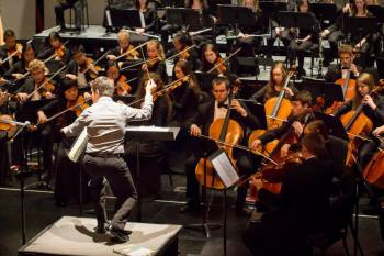 Andres Lopera leads Metropolitan Youth Symphony Sunday.