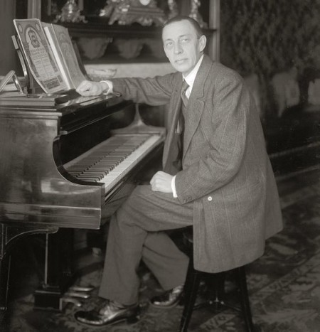 Sergei Rachmaninoff, seated at a Steinway grand piano, ca. 1910s-20s; photographer unknown. Bain News Service photo vi Library of Congress/Wikimedia Commons