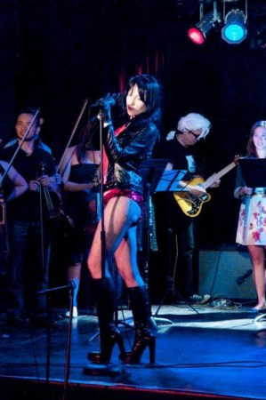 Viva / Coco Cobra sings Mozart at Classical Revolution's Summer Showcase, with bewigged Corbell on guitar. Photo: Gene Newell.