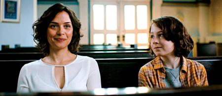 "Rabbi Rebecca (Catherine de Léan) draws the interest of young Simon (Maximilian Ehrenreich) in the circumcision comedy ""Time to Say Goodbye"""