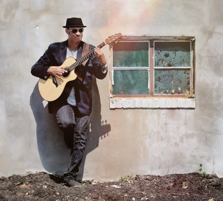 Raul Midón performs two shows at Jimmy Mak's in Portland Friday. Photo: Steven Parke.