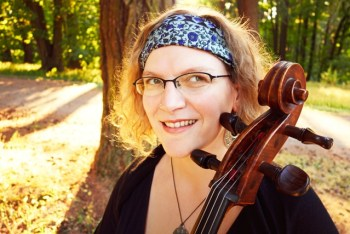 Anna Fritz plays and sings cello folk music.