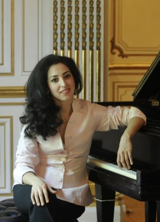 Sara Daneshpour performs at Portland Piano International.