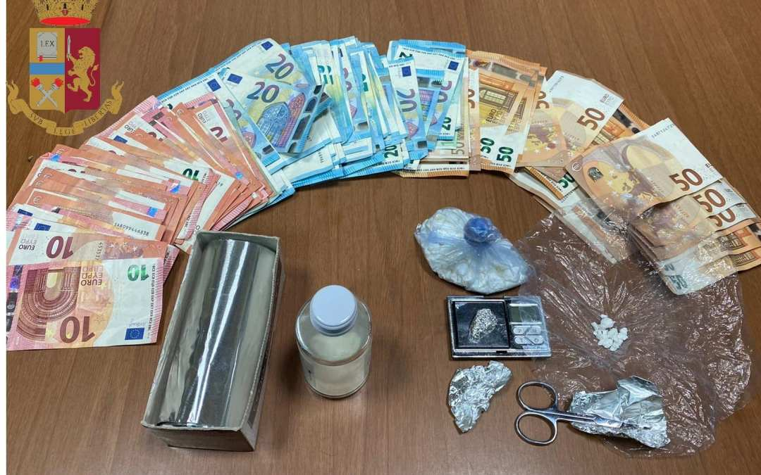 Nascondeva in casa droga e soldi, 32enne arrestato