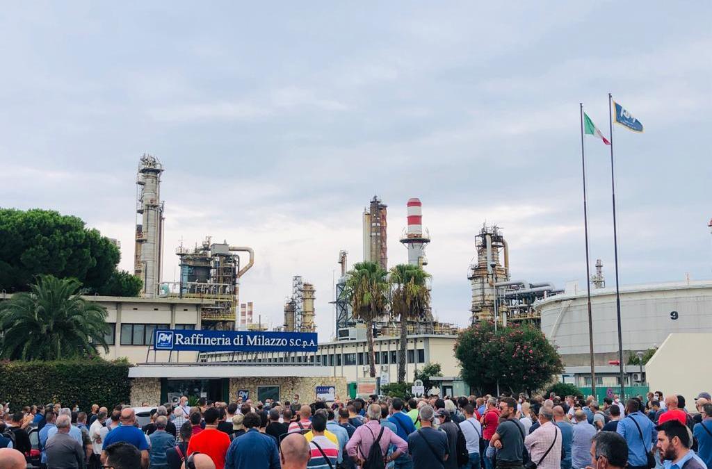 """Raffineria di Milazzo, tensione tra lavoratori dell'indotto: """"Continuiamo mobilitazione e sciopero"""""""