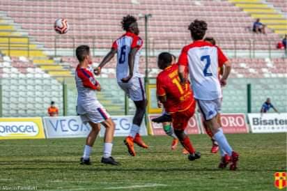 Calcio. Serie D, l'Fc Messina batte il Troina e sale al secondo posto