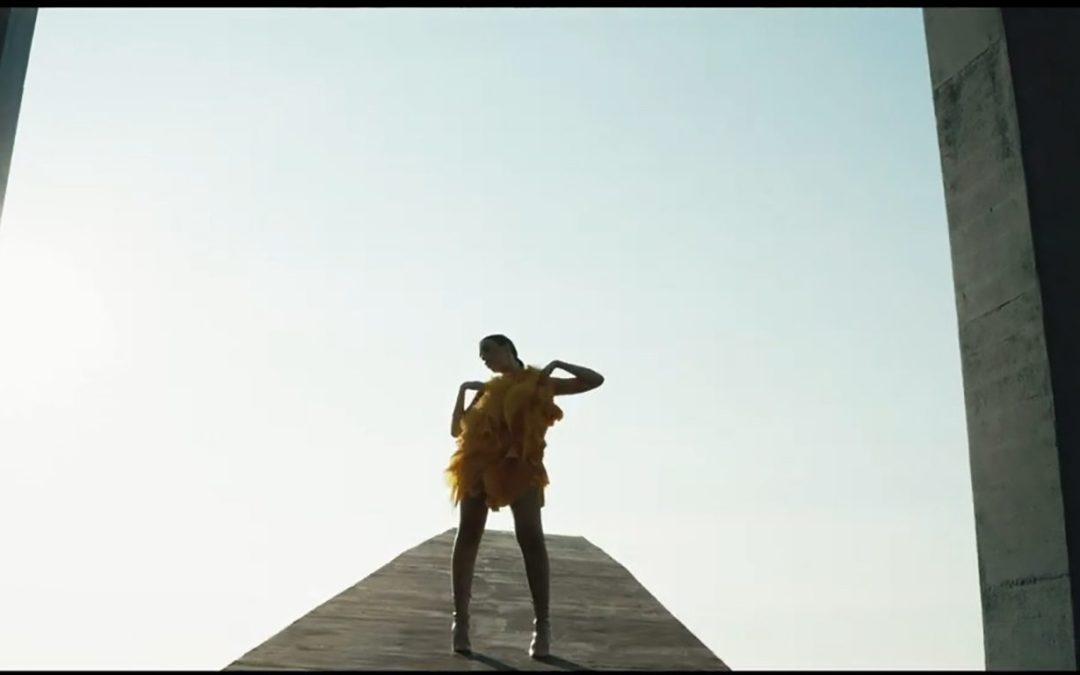 Arte, moda e cultura alla Fiumara d'Arte, la nuova clip di Harim Accademia Euromediterranea per YKK multinazionale leader tra le opere monumentali