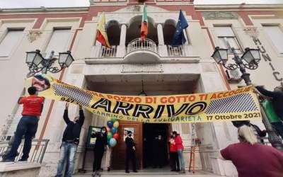 Barcellona PG. Il 'Cammino di Solidarietà' di Antonio Perrellis si chiude con una festa a Palazzo Longano