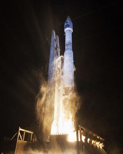 TDRS-L launch 01
