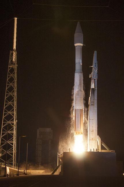 TDRS-L launch 04