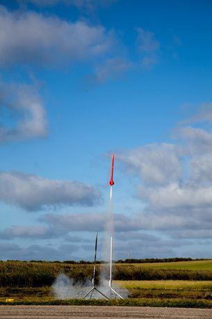 O_foguete_Intruder_de_onde_foram_lancados_os_satelites_que_atinge_500_km_h_medium