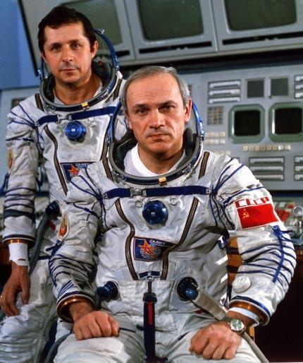 Soyuz-T-13_crew1