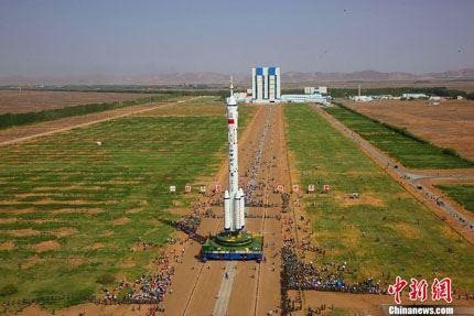 Shenzhou-10 na plataforma 01