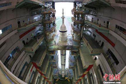 Shenzhou-10 na plataforma 06