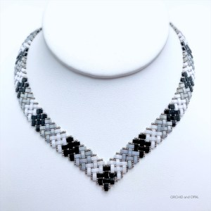 half tila herringbone v necklace black gray