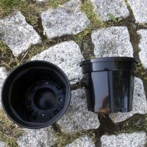 Plastkruka 12 cm bred svart