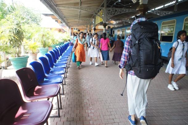 スリランカ移動方法