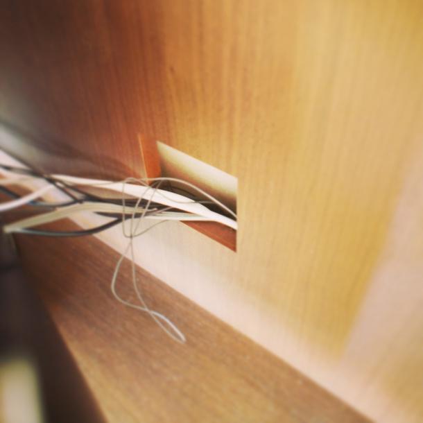 神戸市 オーダー壁面収納 配線処理