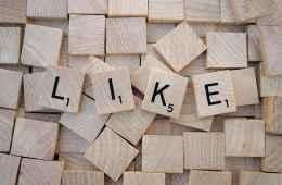 Scrabble-Buchstaben-mit-dem-Wort-Like