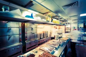 In den Großküchen der Gastronomie entstehen hohe Stromkosten