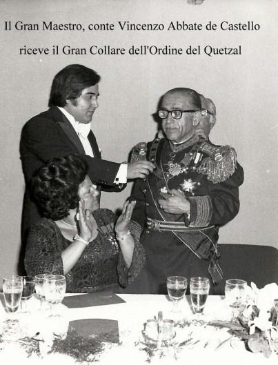 conte Vincenzo Abbate riceve Gran Collare Quetzal
