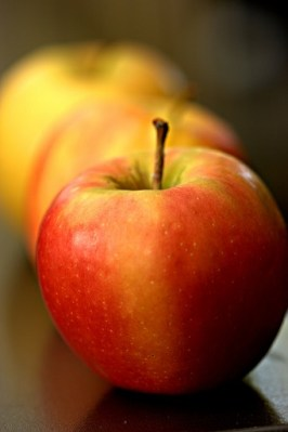 Apple Bokeh_4702624351_l