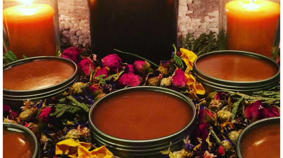 How to make healing salve with essential oils