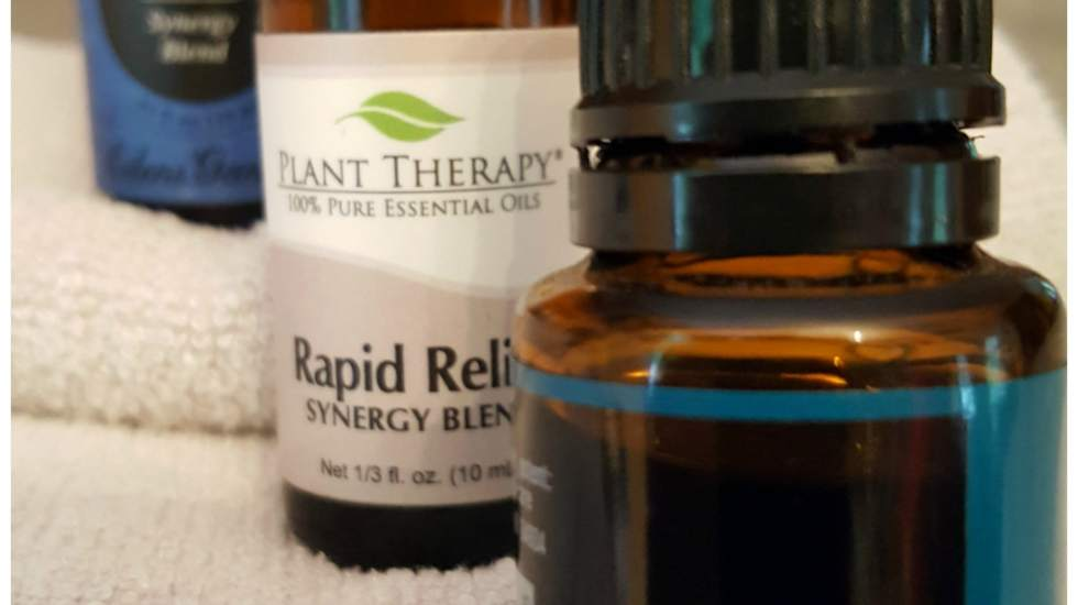 Essential oil blends for chronic pain