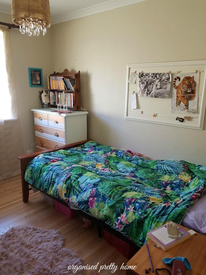 tween girl's bedroom
