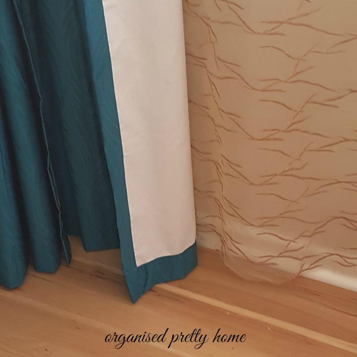 curtains in a tween girl's bedroom