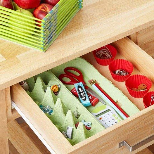 utilizar cajas de huevos o hueveras para organizar y ordenar cajones