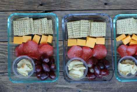Meal Prep Idea: Cheese and Fruit Snack Box Control calories by putting together a daily snack box portiend out with your favorite cheese crackers and fruit. #mealprep #mealprepsunday