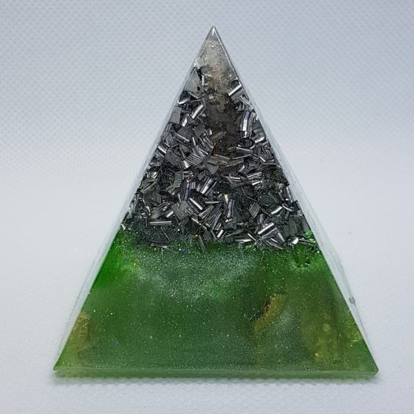 Take a Leap Orgone Orgonite Pyramid 6cm 1