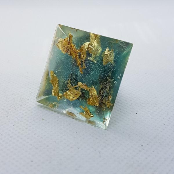 Crystal Gazing Orgoneit Orgonite Pyramid 3cm 2