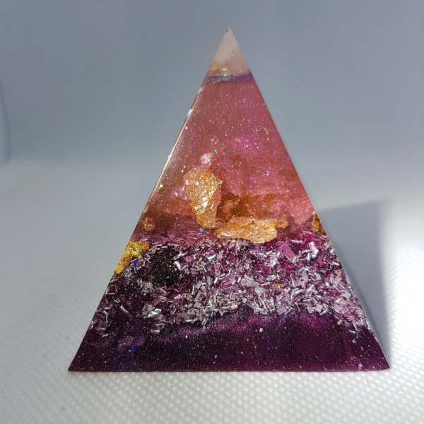Mauve Perfection Orgone Orgonite Pyramid 6cm 1