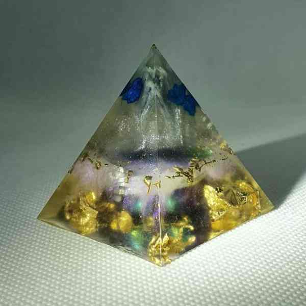 Blue Space Orgone Orgonite Pyramid 4cm - A heart of Titanium Aura Quartz, with blue Quartz, Kyanite, Herkimer Diamonds and gold for Piezoelectric effect. 4.5cm base