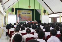 Suriel Mofu Beri Kuliah Umum Tantangan Era Revolusi 4.0 di Polbangtan Manokwari