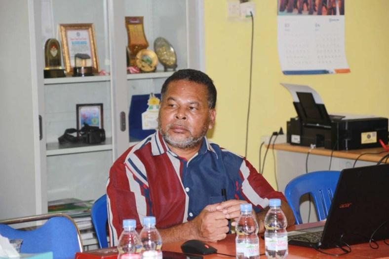 Kepala SMA YPK Oikoumene Manokwari,Drs, Arius Mofu, S.Pd