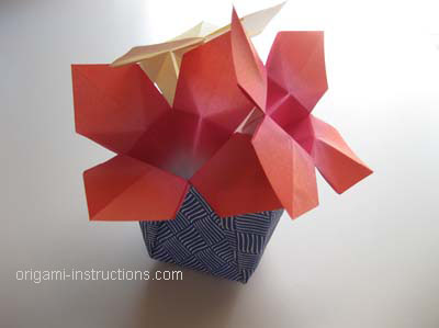 completed-easy-origami-vase-with-flowers