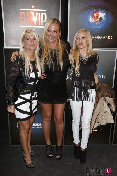 Con sus amigas Mariví y Tina