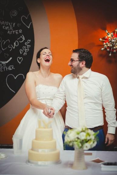 Červený Double Decker a spousta dobré nálady, fotografie Katka Koncal, na blogu Originální Svatba