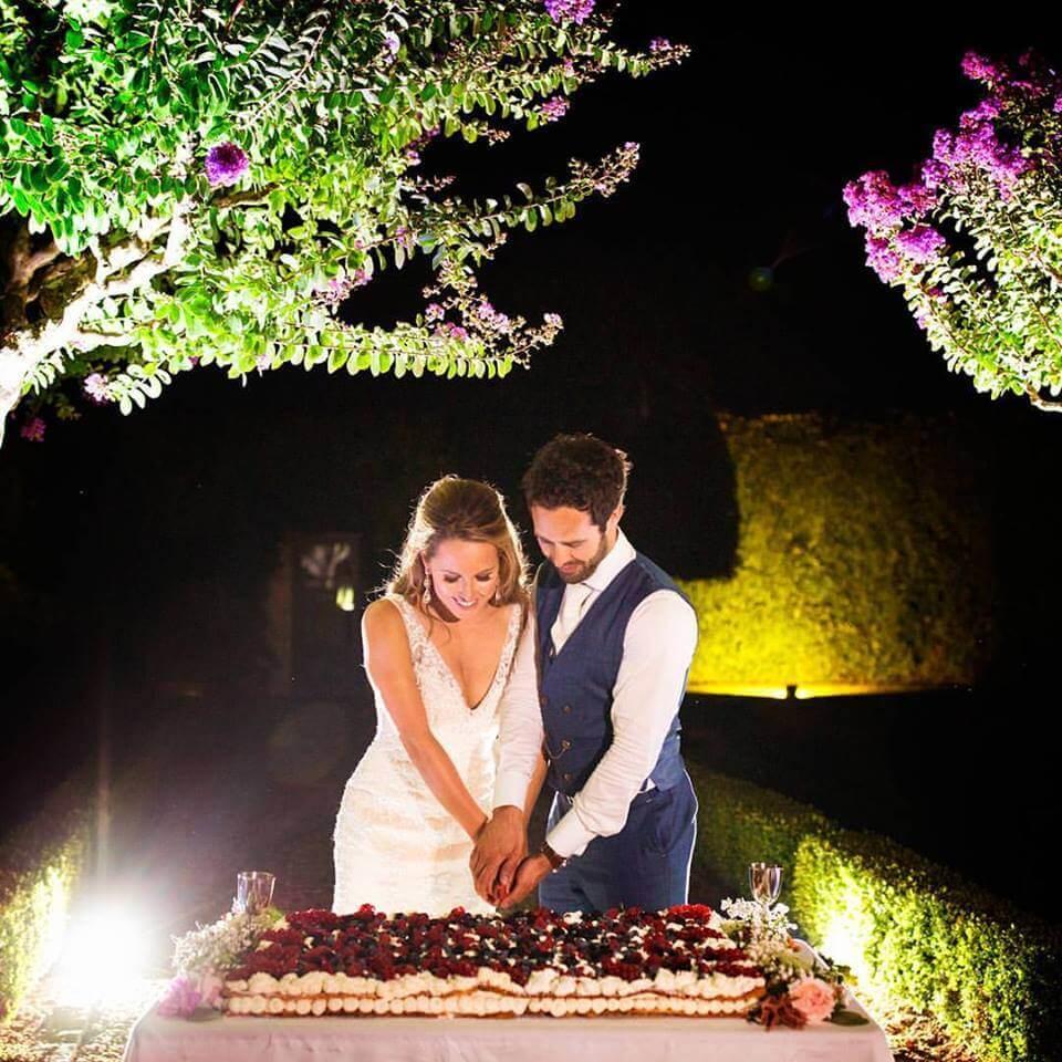 cutting the cake tuscan wedding