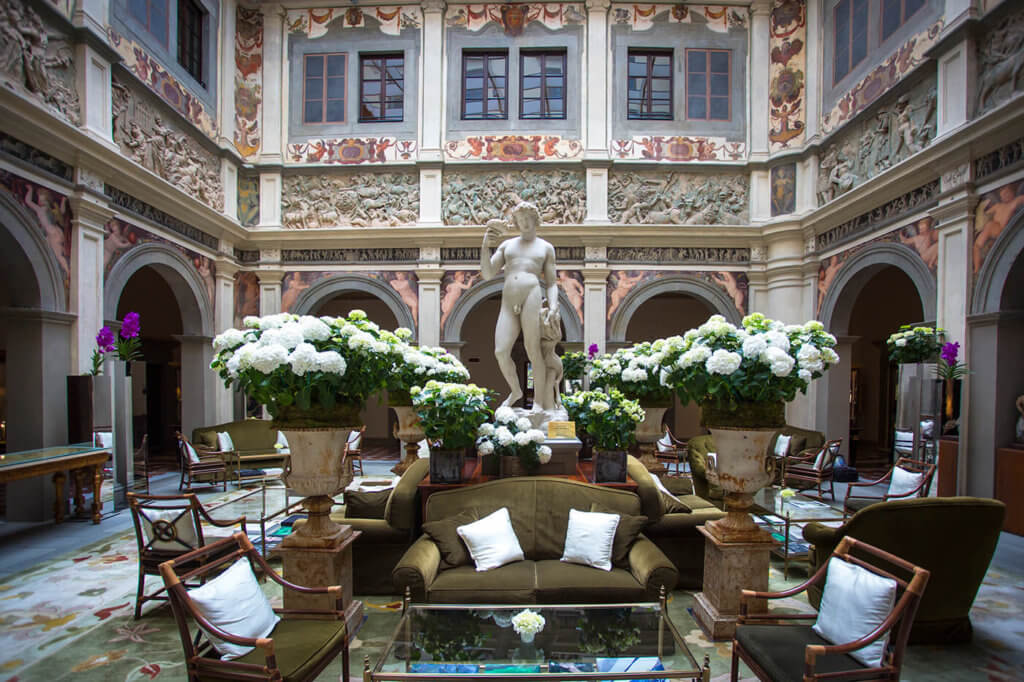 The Hall of Four Season Hotel in Florence