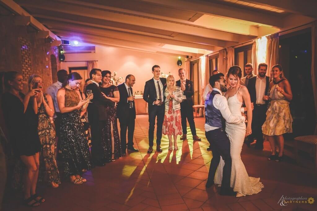 Sarah & Brett have a romantic first dance