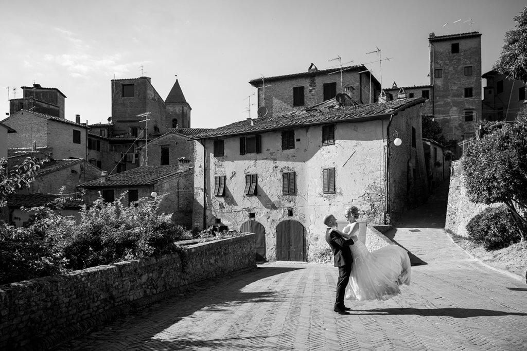 Helen & John walk through the streets of Certaldo